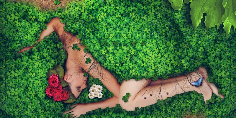 Rose as a feminine and divine essence